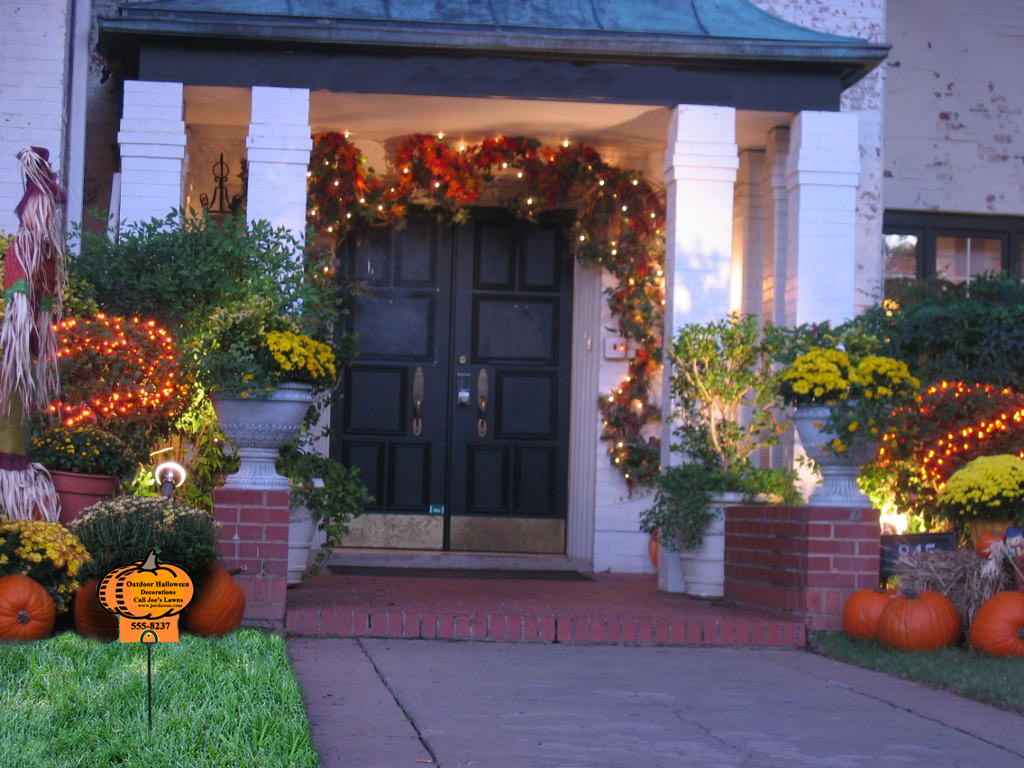 Outdoor halloween decorations and lawn care marketing idea for Yard decorations ideas